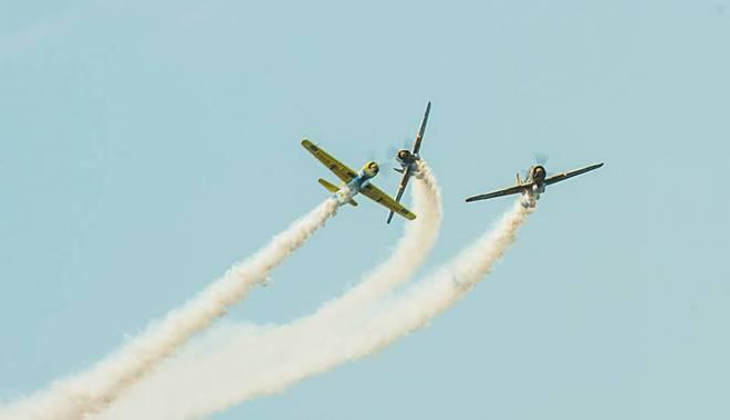 Foto: Aeromania, cel mai aşteptat spectacol al anului, la Tuzla