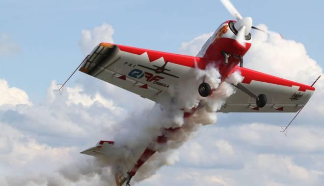 Foto: Raiul fotografilor de acţiune.  Se întrec în talent la Aeromania!