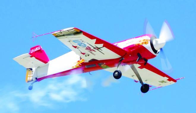 Foto: Aeromania, show aviatic cu brăţară oficială