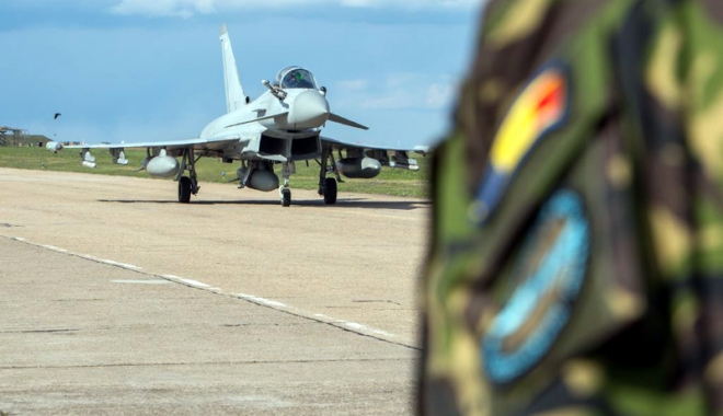 Foto: Aeronavele Typhoon au ajuns la Constanţa