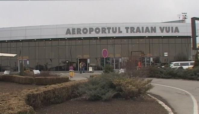 Foto: Aterizare de urgență pe aeroportul din Timişoara din cauza unui geam fisurat la cabină