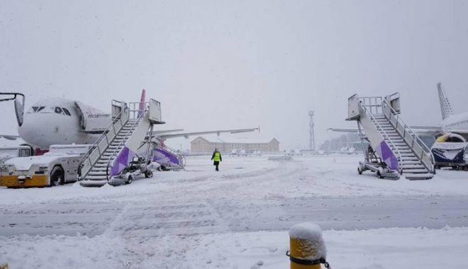 """Foto: UPDATE. Aeroportul """"Mihail Kogălniceanu"""", redeschis"""