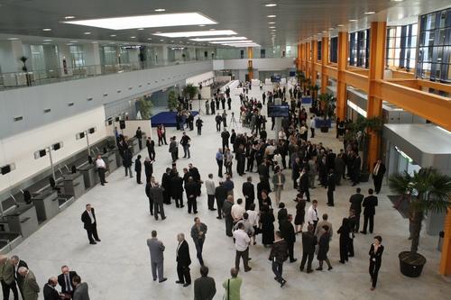 Foto: Alertă la Cluj. Cantitate mare de mercur, găsită pe aeroport