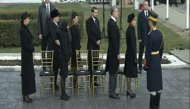 Foto: Regele Mihai I a ajuns în România pentru totdeauna. Sicriul va fi dus la Castelul Peleș