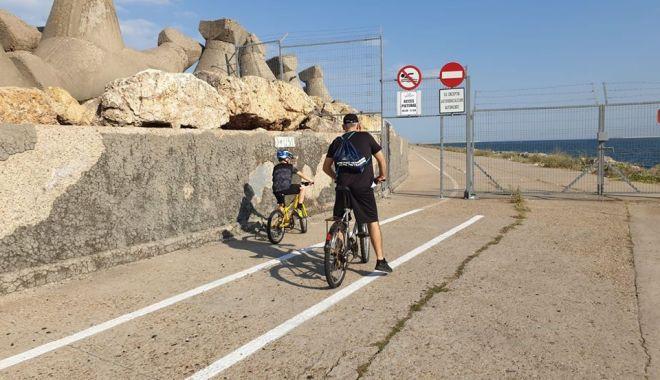 Foto: Liber la plimbări pe jos și cu bicicleta, pe digul de larg din Portul Constanța
