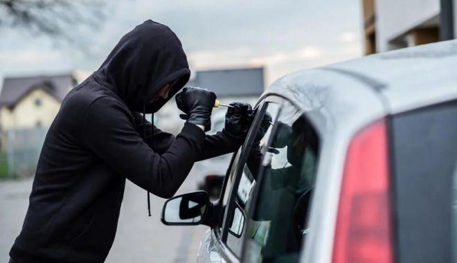 Foto: A furat 19.000 de euro dintr-o maşină parcată pe o stradă din Constanţa
