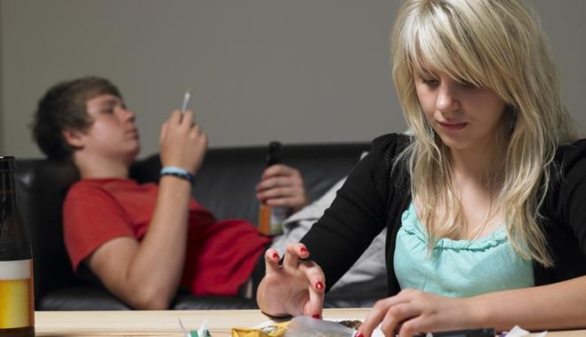 Foto: Tinerii, îndemnaţi să nu consume droguri printr-un mod inedit