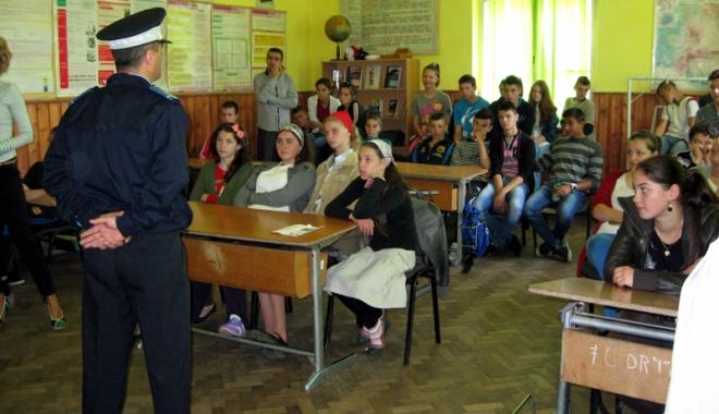 Foto: Agenţia Naţională Antidrog, proiecte pentru a-i ţine pe elevi departe de droguri