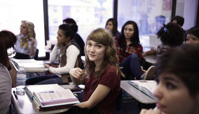 Foto: Agenţii economici, invitaţi  să recruteze  forţă de muncă din şcoli