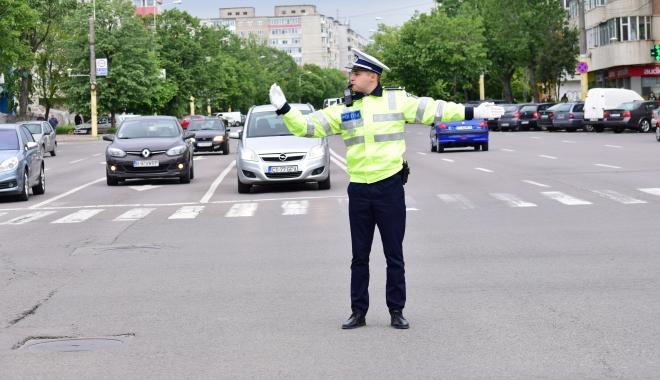 Foto: CONSTANŢA! Semafoare din intersecţii aglomerate, oprite intenţionat. Motivul: noii poliţişti învaţă să dirijeze circulaţia