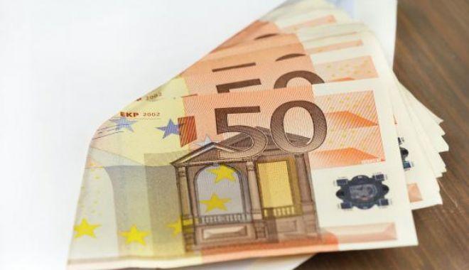 Plic cu 33.000 de euro, găsit într-un coș la supermarket - agfzad05ngnmodrjyjlkymy2zjbhm2i1-1537443372.jpg