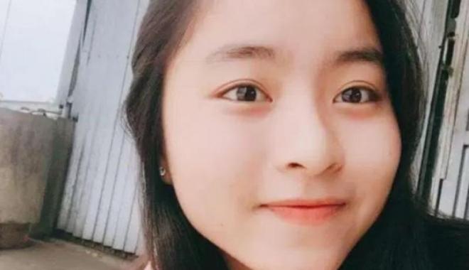 Foto: O adolescentă a murit după ce s-a rostogolit în somn peste încărcătorul telefonului