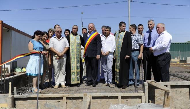 Foto: Primarul Cristian Cîrjaliu a pus piatra de temelie a noului Centru Turistic din Agigea