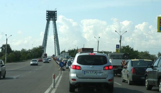 Foto: Trafic îngreunat în zona Podului Agigea/ Lucrările de reabilitare nu s-au finalizat încă