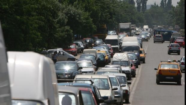 Foto: Coşmar la revenirea din vacanţă. Aglomeraţie mare pe A1, se circulă în coloană pe Valea Prahovei
