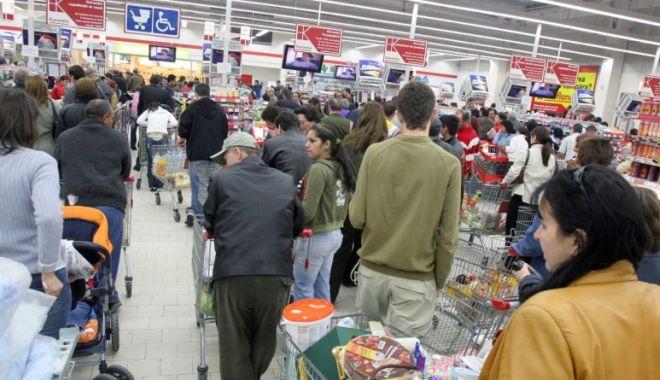 Îmbulzeală în marile magazine. Teama de carantinare i-a făcut pe oameni să cumpere fără măsură - aglomeratieinsupermarketuri-1604847792.jpg
