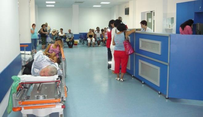 Foto: Spitalul şi Ambulanţa, sufocate de pacienţi. Bolnavii se plâng că au aşteptat  prea mult până au fost consultaţi