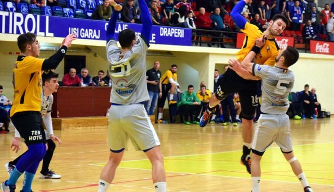 Foto: AHC Dobrogea Sud ll şi HC Farul, dueluri de foc, în deplasare
