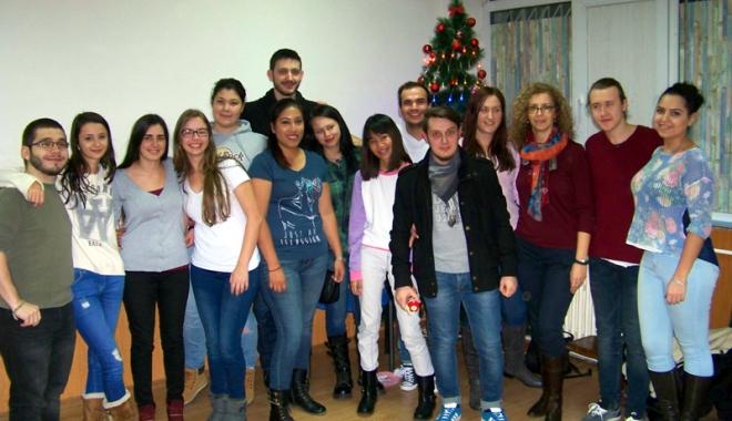"""Foto: AIESEC şi Şcoala """"Gheorghe Ţiţeica"""" educă pentru viitor"""