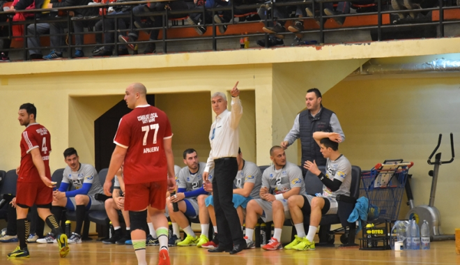 Foto: Aihan Omer cheamă suporterii la Sala Sporturilor, pentru meciul cu CSM Bucureşti