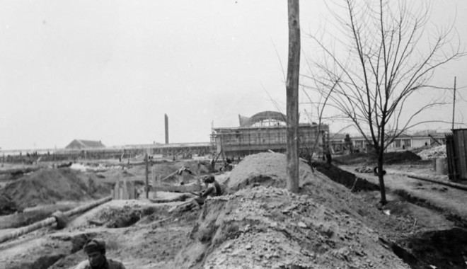Foto: Imagini document din timpul construirii unor edificii importante ale oraşului Constanţa