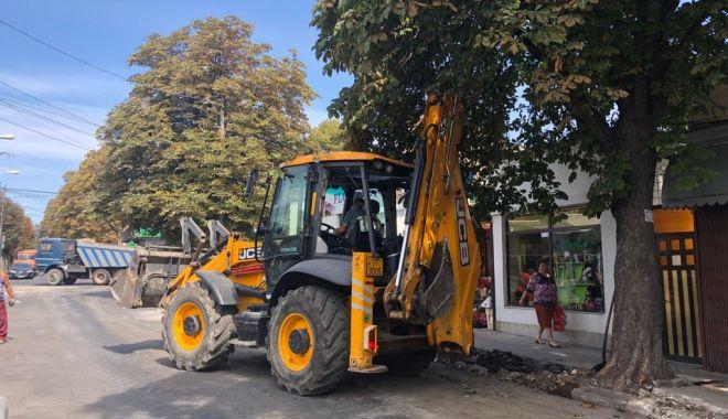 Foto: Galerie foto. A început reabilitarea trotuarelor pe strada Ștefan Mihăileanu din Constanţa