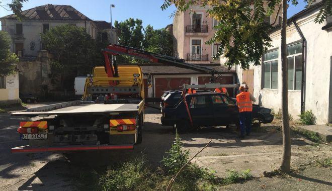 VIDEO. A început ridicarea autovehiculelor abandonate în municipiul Constanţa