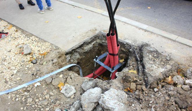 Foto: A început tăierea stâlpilor de beton de pe bulevardul Mamaia