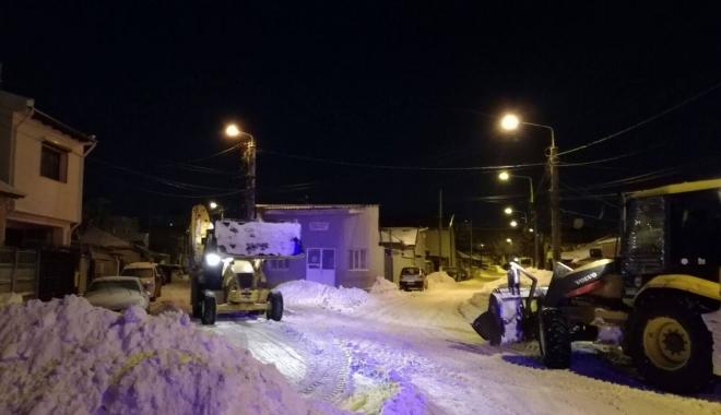 Foto: GALERIE FOTO / A început evacuarea şi transportul zăpezii din Constanţa