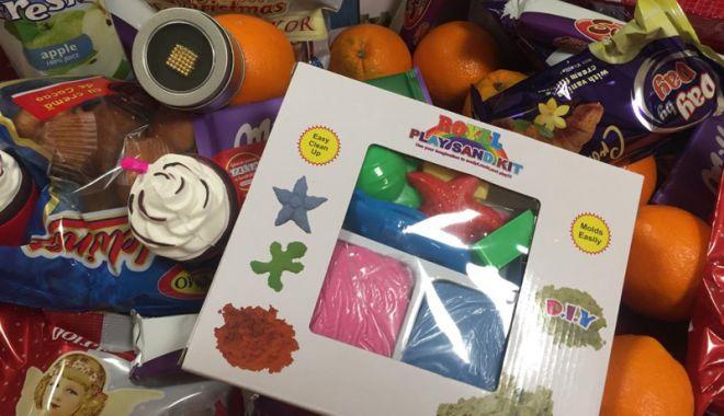 A început distribuţia cadourilor pentru preşcolarii şi elevii din Constanţa - aincpeutdistributia1-1544029290.jpg