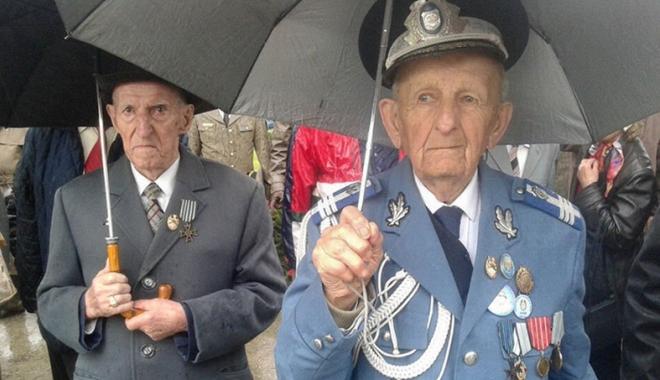 Foto: Guvernanţii  au majorat  ajutoarele financiare pentru văduvele  şi veteranii de război
