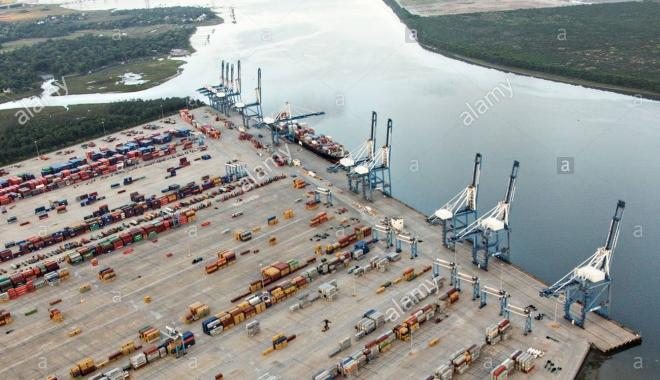 Foto: Alarmă de ameninţare cu bombă în port!