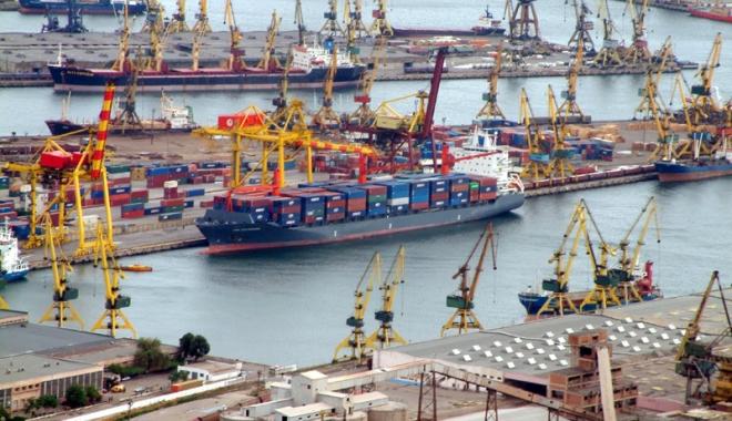 Foto: Alarmă falsă, de poluare  în portul Constanța