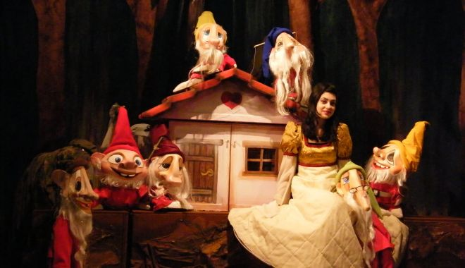 """Spectacolul """"Albă-ca-Zăpada"""", o combinaţie magică între oameni şi păpuşi - albacazapada-1619469545.jpg"""