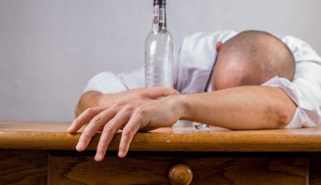 Foto: Alcoolismul se poate vindeca cu ecstasy? Ce spun specialiştii