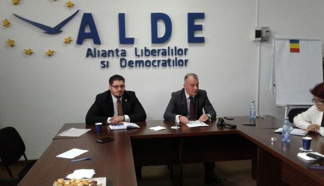 """Foto: ALDE Constanţa şi-a mărit familia. """"Am reuşit să mai înfiinţăm organizaţii în judeţ"""""""
