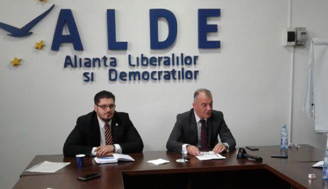 """Foto: ALDE Constanţa şi-a mărit familia. """"Avem 1600 de membri activi în judeţ"""""""