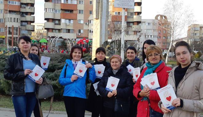 """Foto: Femeile din ALDE Constanța au marcat """"Ziua mondială de luptă împotriva cancerului"""""""