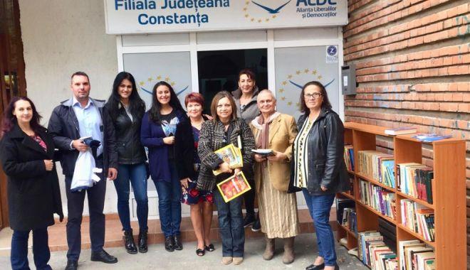 """Foto: ALDE Constanța a dat startul acțiunii """"Biblioteca pentru toți"""""""