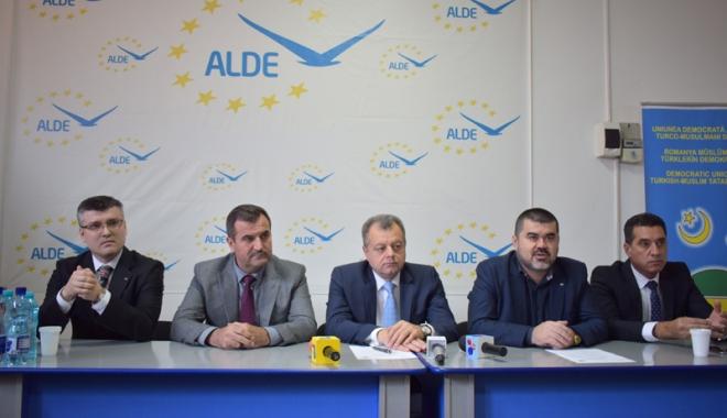 Foto: ALDE a semnat protocol de colaborare cu UDTTMR, la Constanţa. Ce obiective şi-au propus
