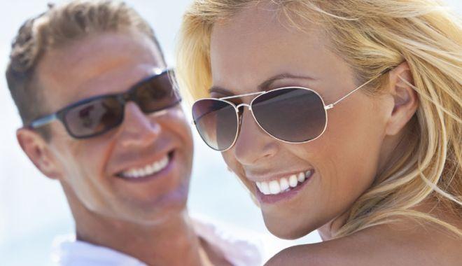 Foto: Cum să-ţi alegi ochelarii de soare în funcţie de forma feţei