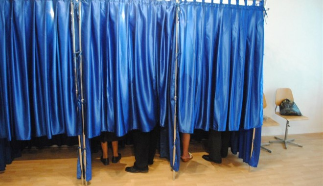 Foto: Peste 18.000 sec�ii de votare vor fi organizate pentru alegerile parlamentare