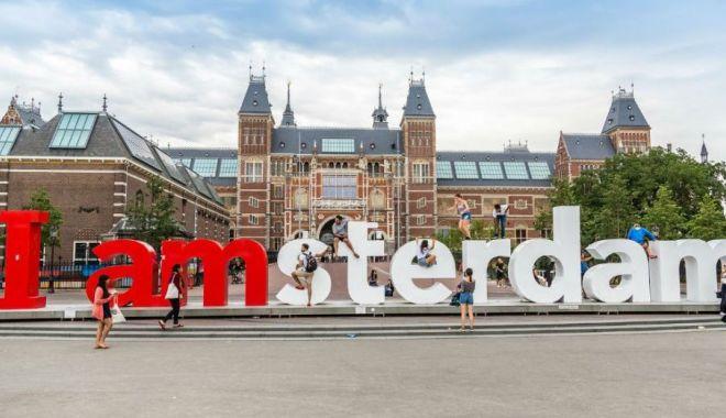Foto: Alegeri europarlamentare 2019. Britanicii şi olandezii, primii la vot