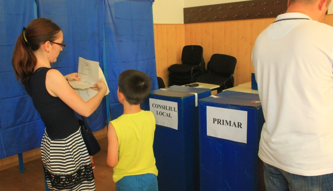 Foto: Alegeri Constanţa. Prezenţă slabă la vot în comuna Peştera