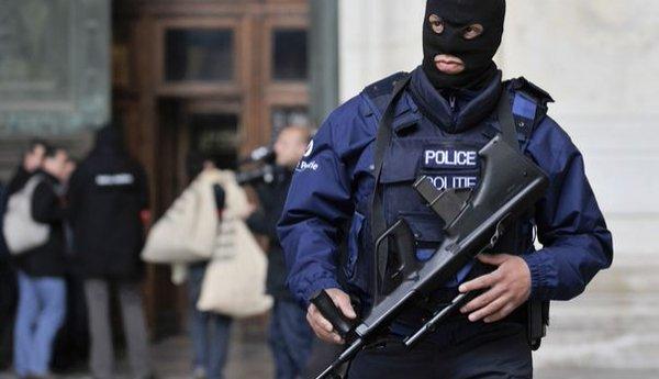 Foto: Două persoane care plănuiau atacuri teroriste au fost arestate