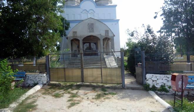 Foto: Aleşii locali din comuna Grădina au decis modernizarea accesului către biserică