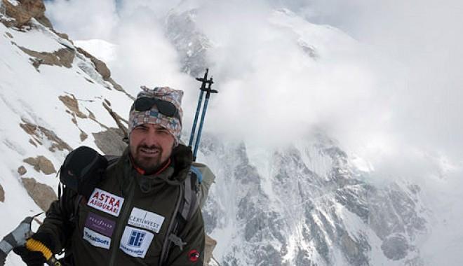 Foto: Alpinism: Alex Găvan a urcat pe Broad Peak în memoria luptătorilor anticomunişti din munţi
