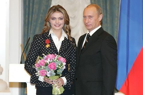 Foto: Vladimir Putin a devenit din nou tată. Actuala sa iubită a născut gemeni