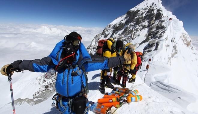 Foto: Cea mai tânără echipă românească va escalada Everestul în 2014