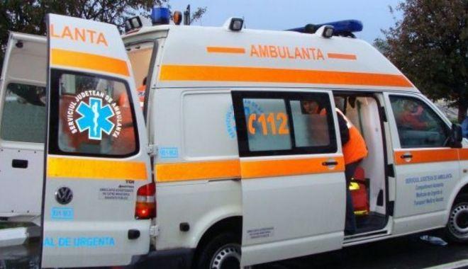 Patru persoane au ajuns la spital după ce au fost lovite de artificii - amb-1627626692.jpg